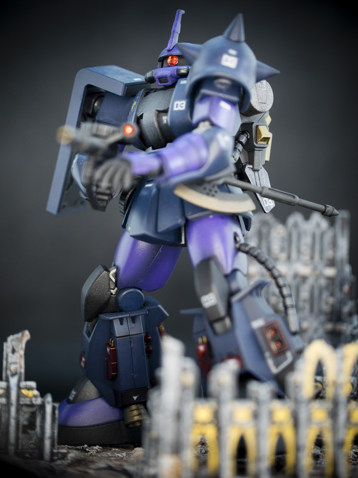 Bandai 1/144 HG MS-06R-1A Zaku 2 (Black Tri-Star)