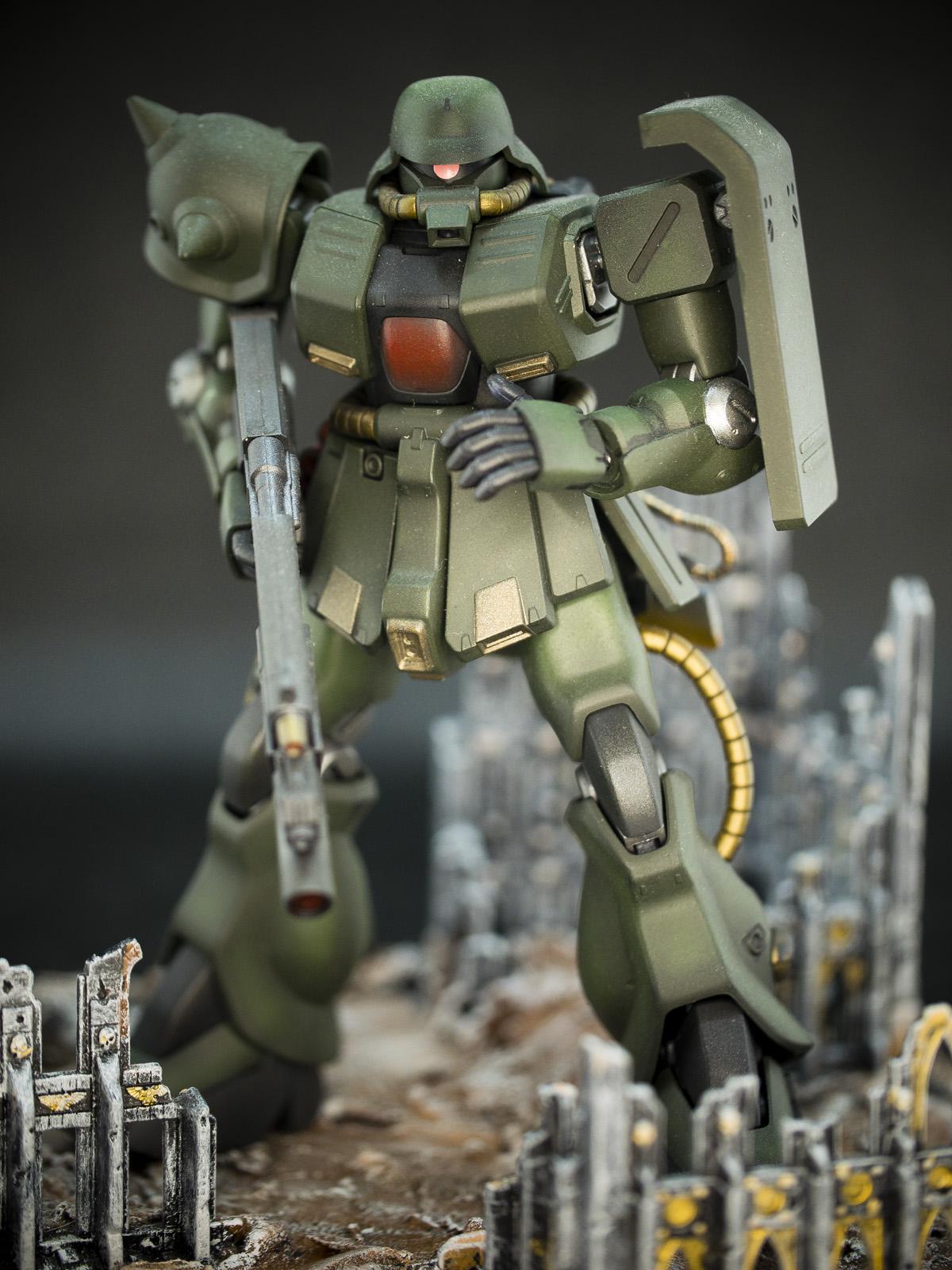 Bandai 1/144 HG MS-06FZ Zaku 2 FZ